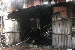 Cháy lớn tại xưởng sản xuất ghế sofa ở Hà Nội