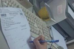 """Khám nhanh tại Bệnh viện Bạch Mai: """"Cò"""" trong tầm ngắm, nhân viên vẫn một mực nói giúp người quen?"""