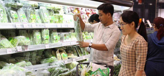 Hết mưa bão, dân Sài Gòn ùn ùn đi siêu thị mua thực phẩm