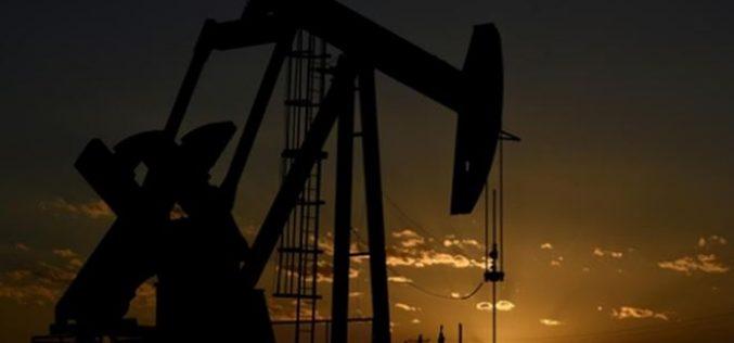 Giá dầu hướng tới năm giảm đầu tiên kể từ 2015