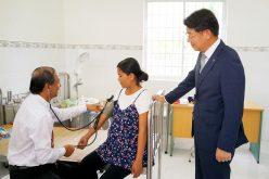 Hanwha Life Việt Nam trao tặng trung tâm y tế cho tỉnh Trà Vinh
