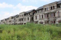Vì sao nhiều dự án bỏ hoang hàng chục năm ở Hà Nội không bị thu hồi?