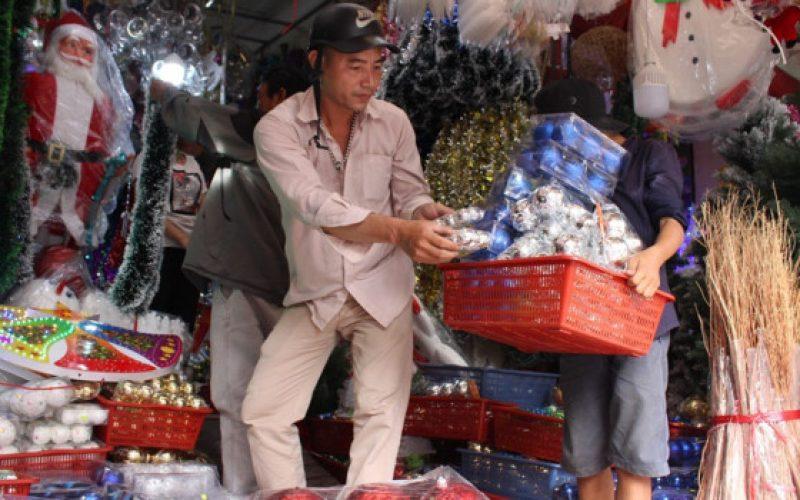 Đồ Giáng sinh Việt lên ngôi, hiếm hàng Trung Quốc