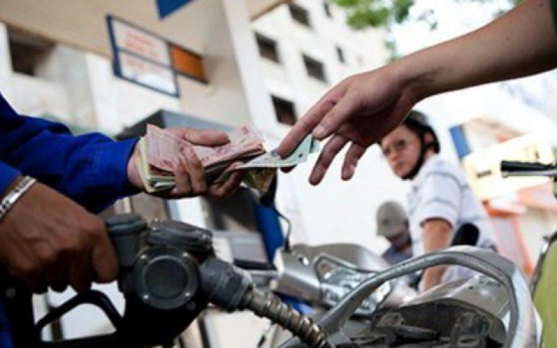 Giá xăng giảm hơn 1.400 đồng/lít từ 3 giờ chiều nay