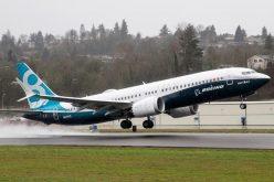 Thêm nhiều nước cấm cửa 737 MAX 8, cổ phiếu Boeing tiếp tục rơi