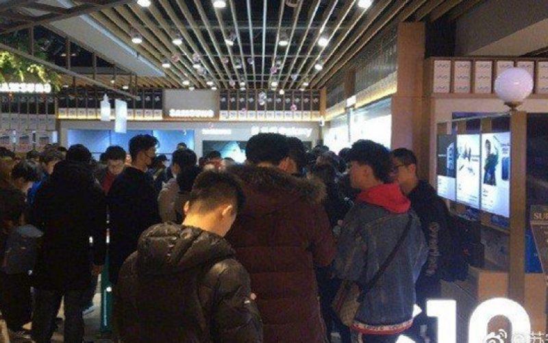 Galaxy S10 bất ngờ cháy hàng tại Trung Quốc