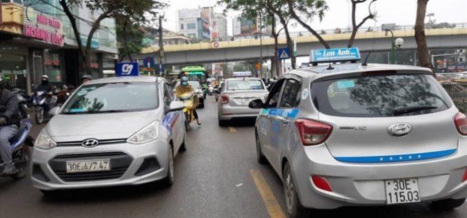 Lắp mào cho xe taxi công nghệ, nút thắt cho kinh tế chia sẻ?