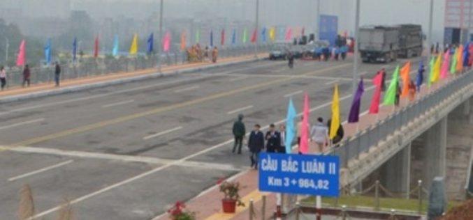 Thông quan cây cầu nối Việt Nam – Trung Quốc