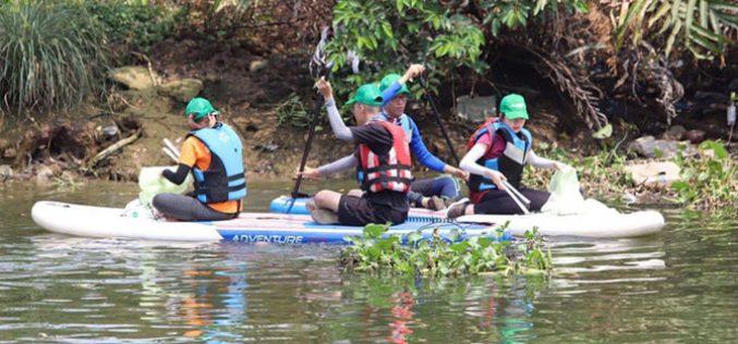 """Tổ chức nhặt rác trên sông phải """"xin phép"""": Sở GTVT nói phường không cho là đúng"""