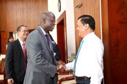 Bộ trưởng Đinh Tiến Dũng tiếp Giám đốc Quốc gia WB tại Việt Nam