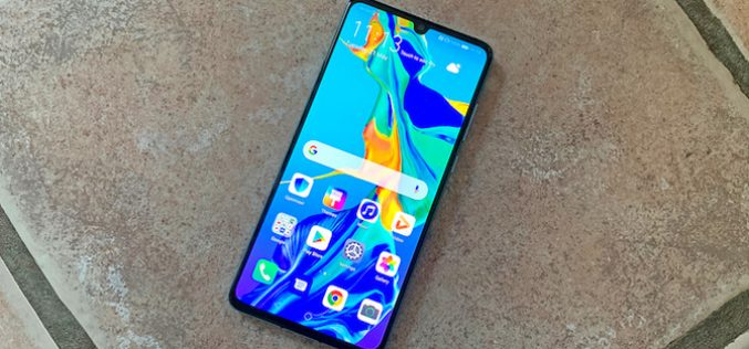Tại sao khách hàng Trung Quốc không cần Google nhưng Huawei lại cần?