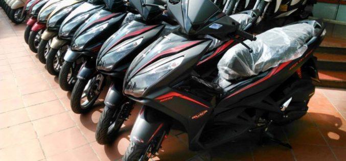 Nghịch lý: Hô hào cấm xe máy, dân vẫn đổ tiền mua hàng triệu chiếc