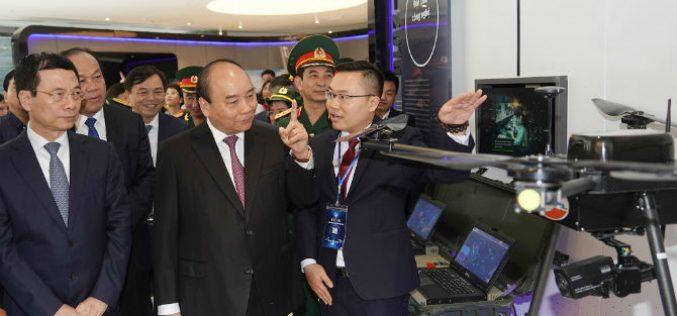 """Thủ tướng """"đặt hàng"""" Viettel trở thành tập đoàn công nghệ mang tầm thế giới"""