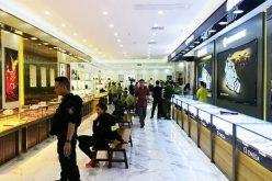 """Bộ Công an """"đột kích"""" trung tâm mua sắm toàn hàng nhái trị giá gần 100 tỷ"""