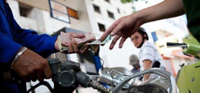 Đồng loạt giảm nhẹ giá xăng dầu