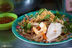 Xe gỏi ngó sen tôm thịt 14 năm trong chợ Sài Gòn
