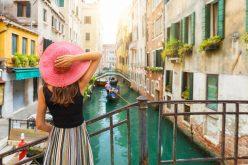 Cấm để ngực trần, đi bộ và những quy định cho du khách ở Venice