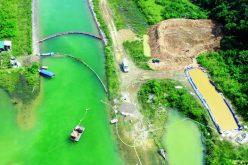 """Vụ đổ dầu thải vào nguồn nước sông Đà: Lỗ hổng """"chết người"""""""