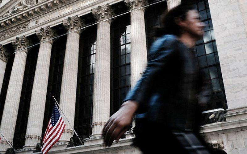Căng thẳng thương mại leo thang, chứng khoán Mỹ giảm điểm sâu