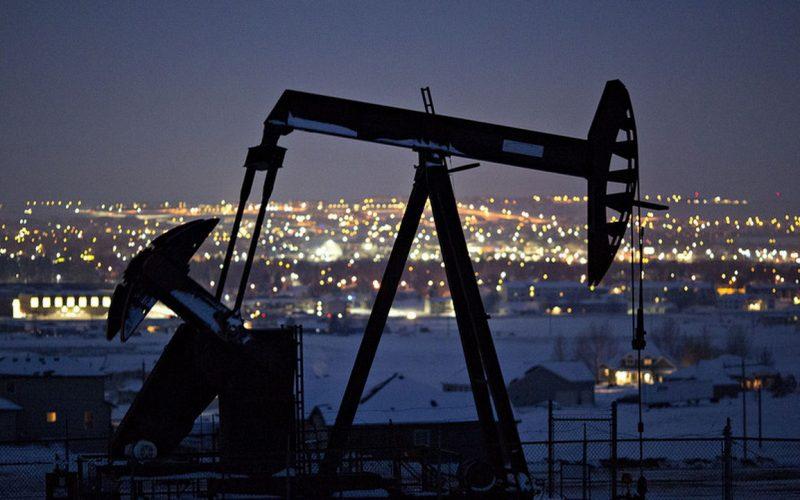 Giá dầu đồng loạt sụt giảm mạnh trên các thị trường