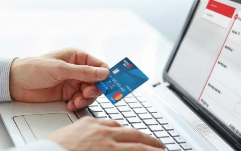 Miễn, giảm nhiều loại phí dịch vụ thanh toán qua ngân hàng