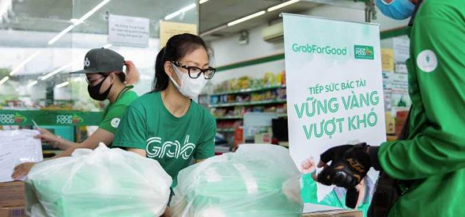 Grab trao tặng gần 80 tấn gạo và 8.000 thùng mì gói