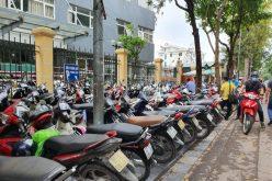 Vẫn loạn giá trông giữ xe ở Hà Nội