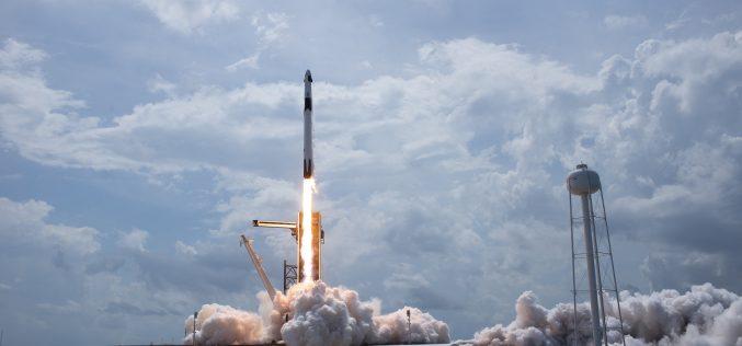Space-X phóng thành công tàu có người lái vào quỹ đạo, mở ra kỷ nguyên tư nhân chinh phục vũ trụ