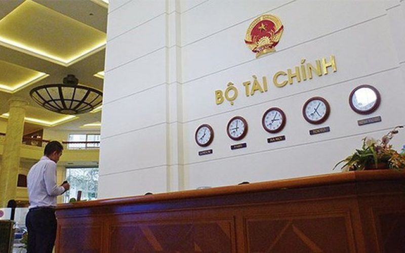 Bộ Tài Chính gia hạn thời gian giảm và miễn 15 loại dịch vụ chứng khoán thêm 10 tháng