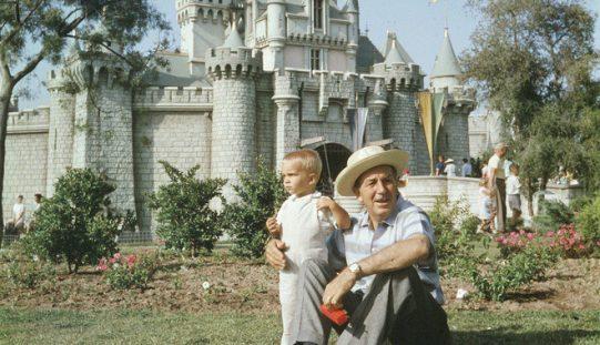 Lùm xùm tài sản và những điều ít biết về 3 thế hệ gia tộc Disney