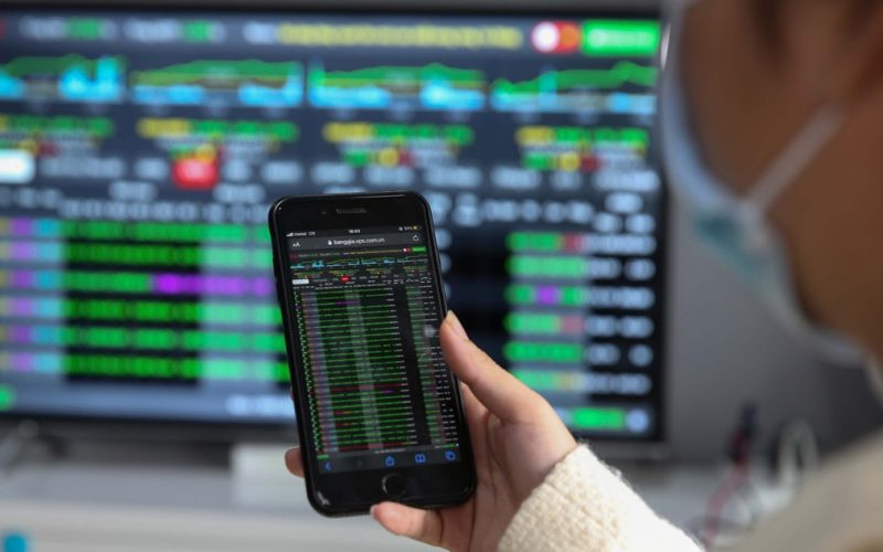 VN-Index giao dịch dưới 1.300 điểm, dự báo lên 1.700 điểm: Có quá lạc quan?